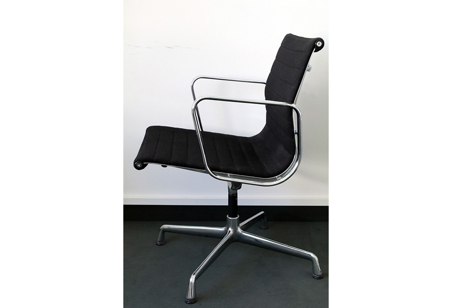 Chair vitra ea 108 281117 02 abatrans for Vitra ea 108 replica